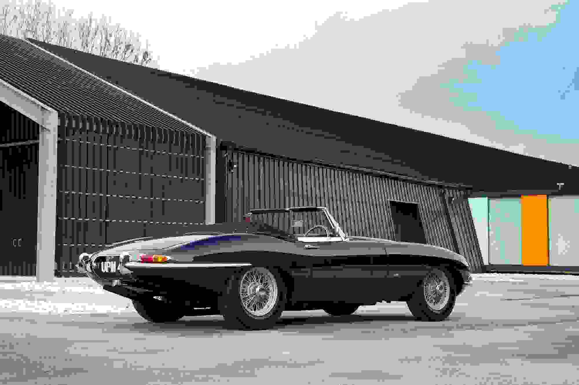 Jaguar E Type 008.jpg