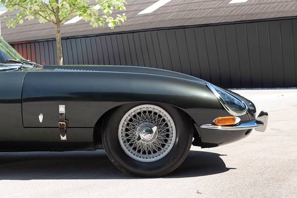 Jaguar E Type 036.jpg