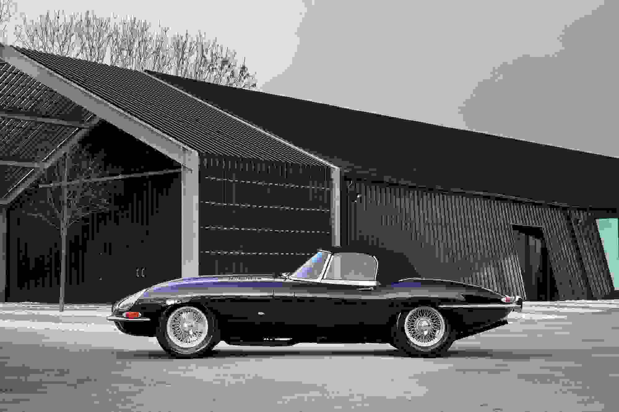 Jaguar E Type 002.jpg