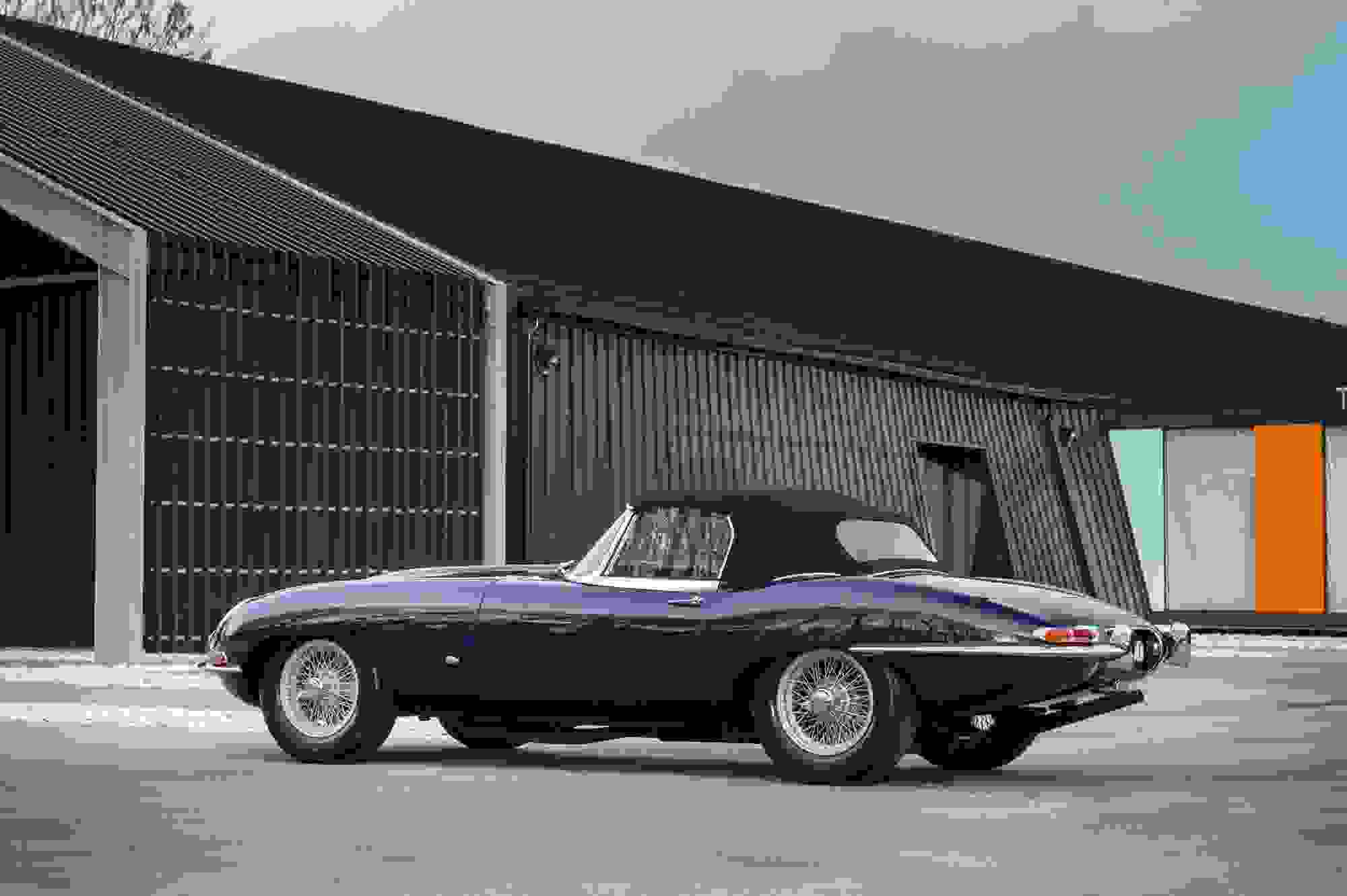 Jaguar E Type 003.jpg
